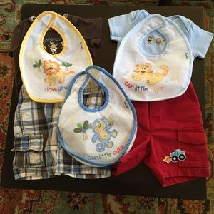 Lot: 2 cargo shorts, 2 onesies and 3 bibs 6 Months